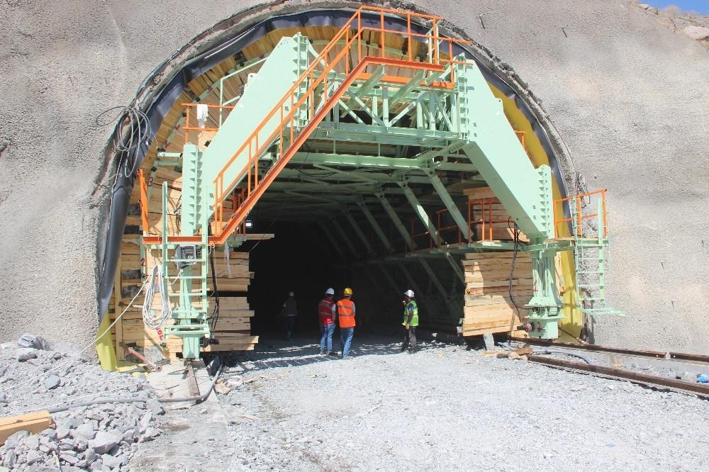 Erzurum Pirinkayalar tünelindeki çalışmalarda sona yaklaşıldı