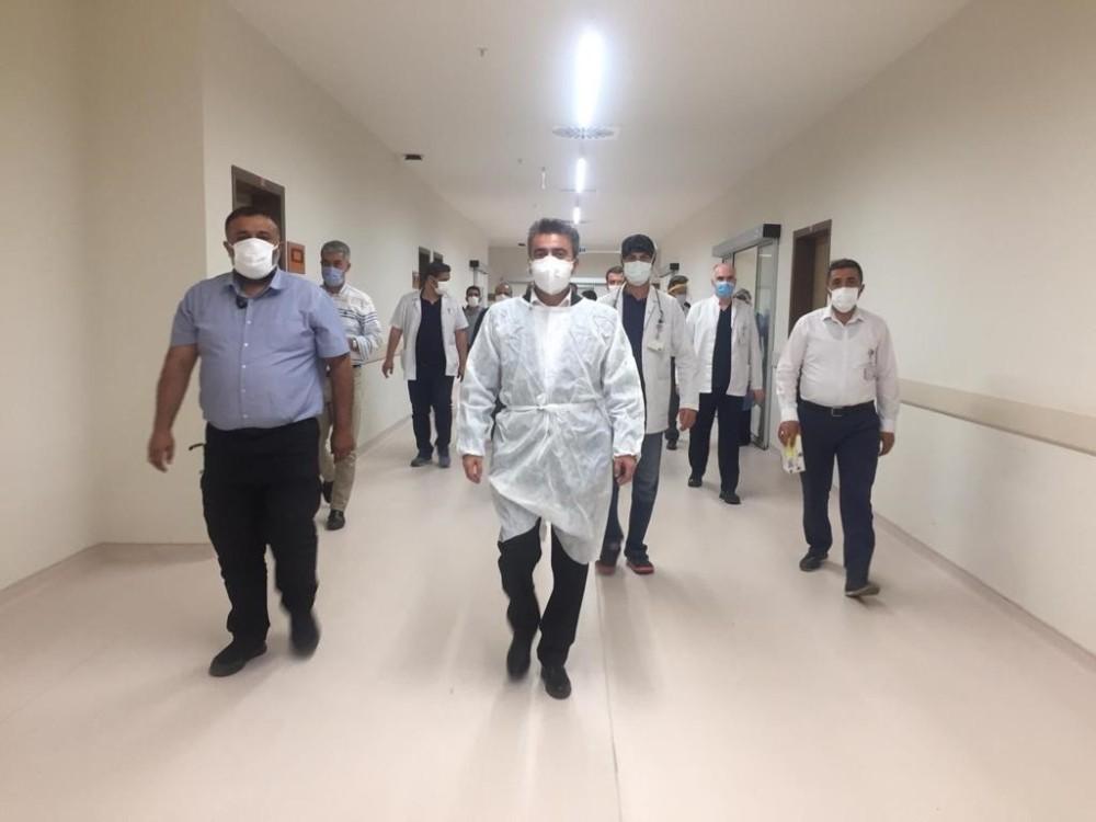 İl Sağlık Müdürü Gürsel Bedir Şehir Hastanesinin yoğun bakım servisini ziyaret etti.
