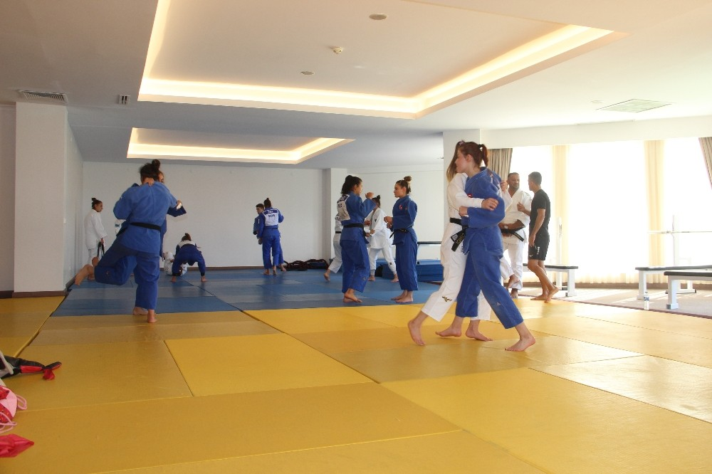 Judo Olimpik Kadın Milli Takımı hazırlıklarına Erzurum'da devam ediyor