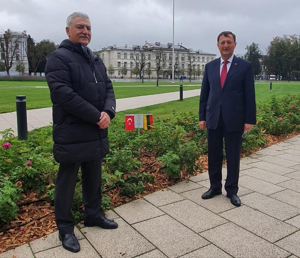 Dünya'ya barışı yayacak 'Kardeşlik Bahçeleri'nin ilki Litvanya'da açıldı