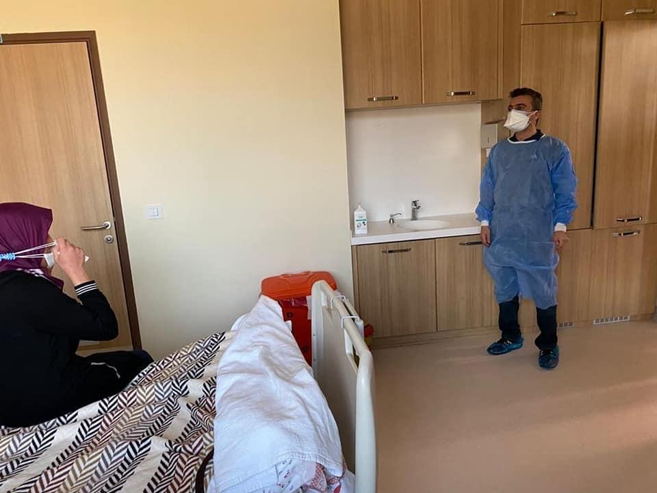 Erzurum İl Sağlık Müdürü Bedir'den sağlıkçılara moral ziyareti