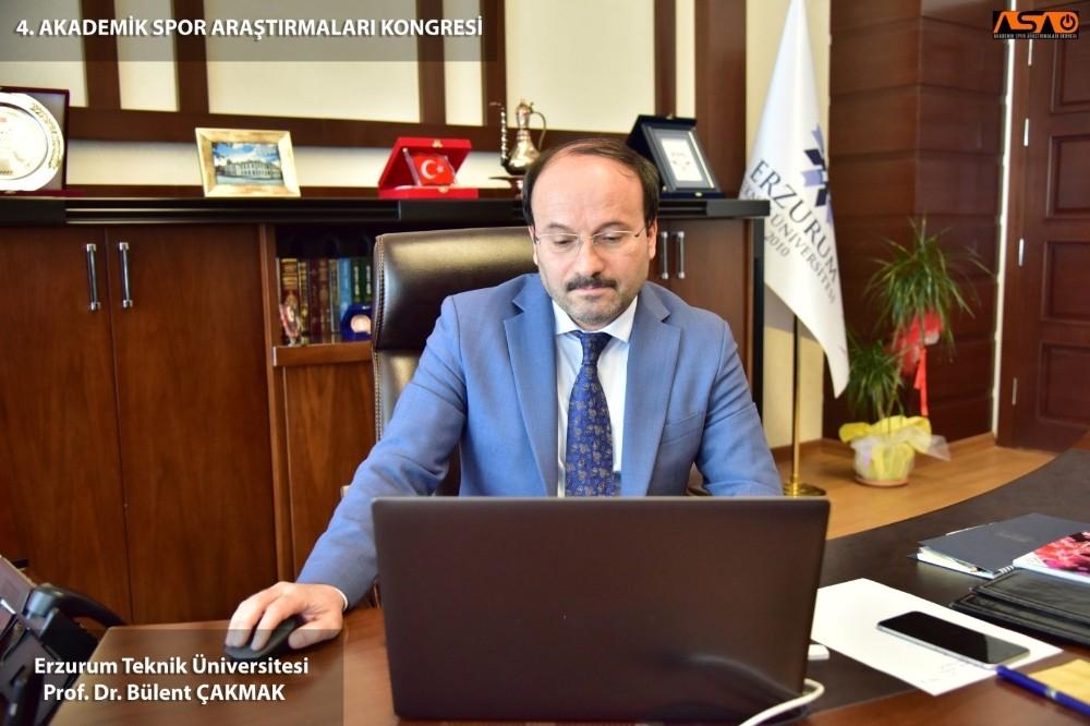 ETÜ Rektörü Prof. Dr. Bülent Çakmak Akademik Spor Araştırmaları Kongresi'ne katıldı