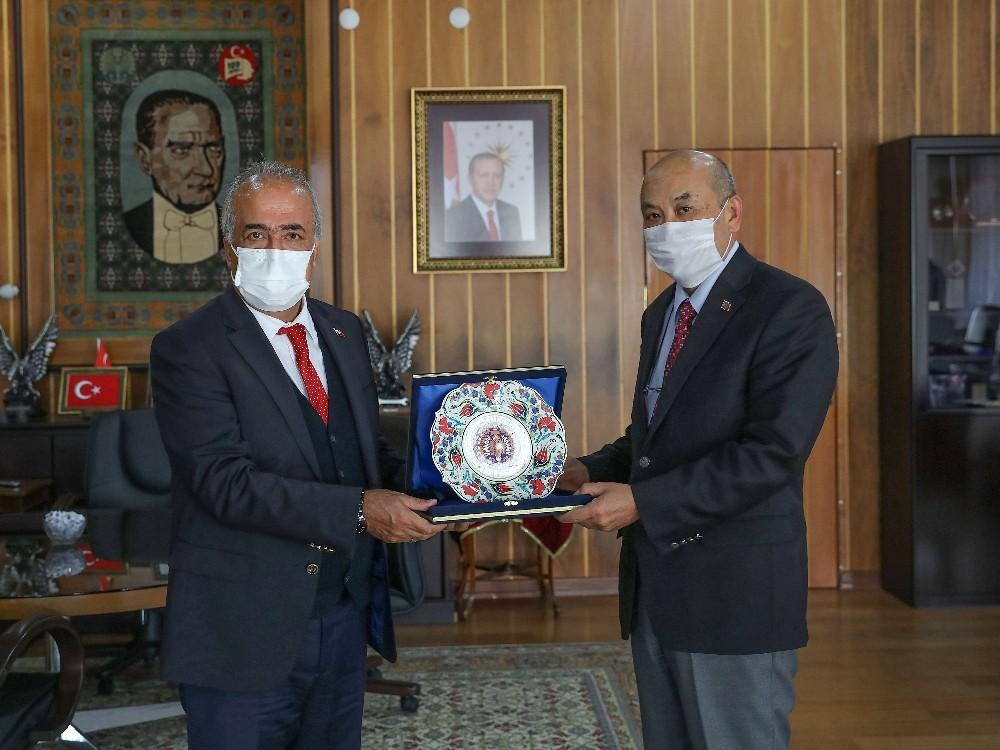 Moğolistan Ankara Büyükelçisinden Atatürk Üniversitesine ziyaret