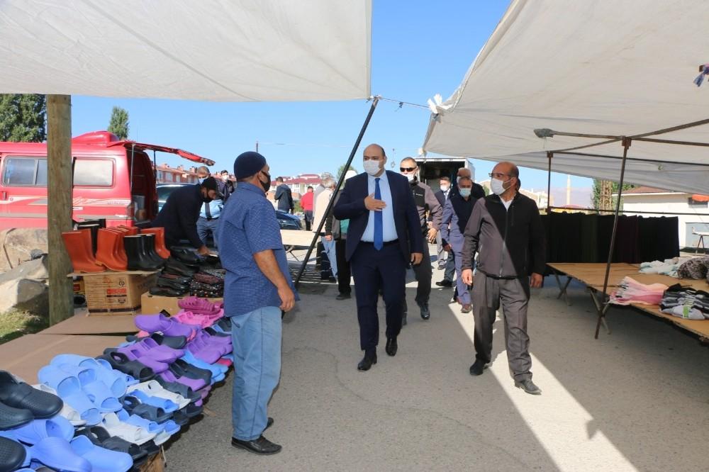 Pazarcı esnafından Başkan Orhan'a kahvaltı sürprizi