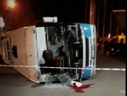Takla atarak akaryakıt istasyonuna yuvarlanan otobüs yürekleri ağza getirdi