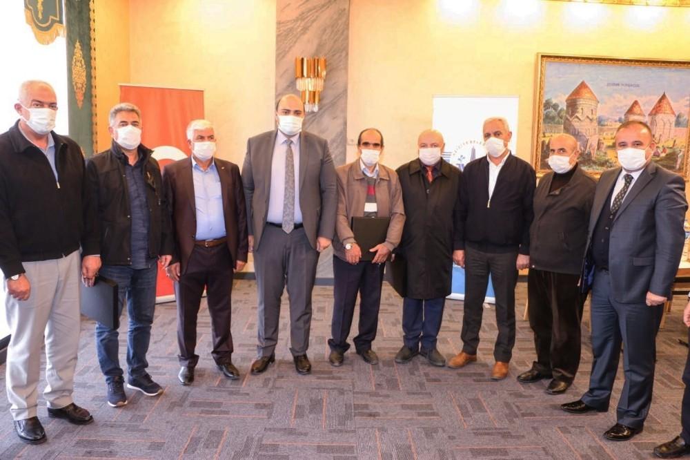 Başkan Orhan'dan emekli personeline veda yemeği