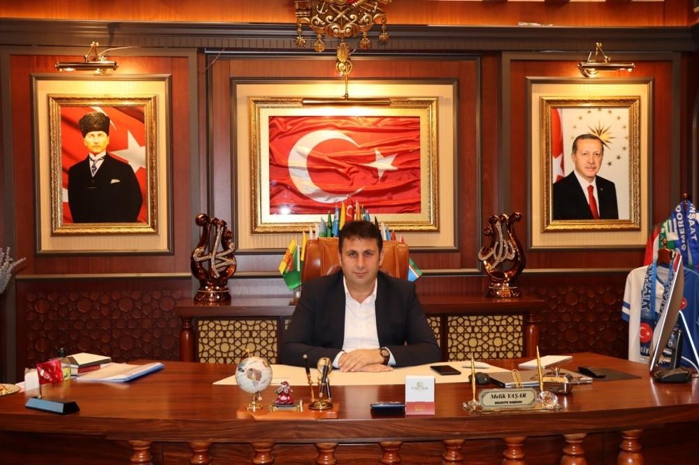 """Çat Belediye Başkanı Yaşar'dan """"Öğretmenler Günü"""" Mesajı"""