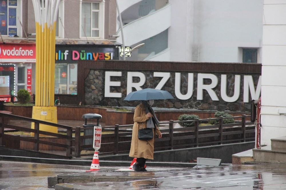 Erzurum'da sağanak yağmur etkisini sürdürüyor