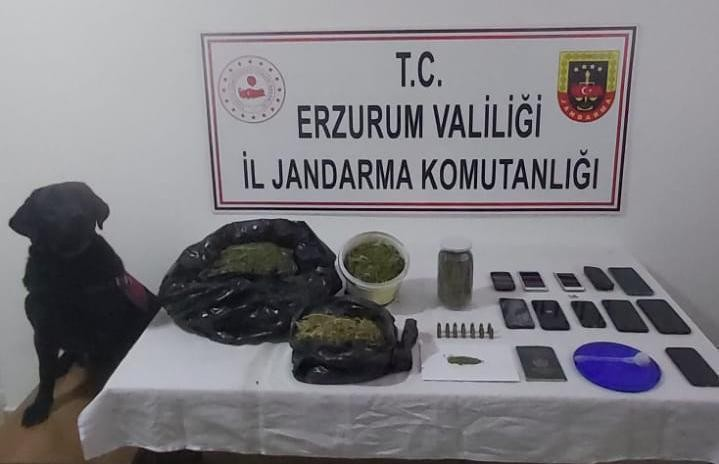 Erzurum'da silah ve mühimmat kaçakçılığı ile uyuşturucu tacirlerine eş zamanlı operasyon