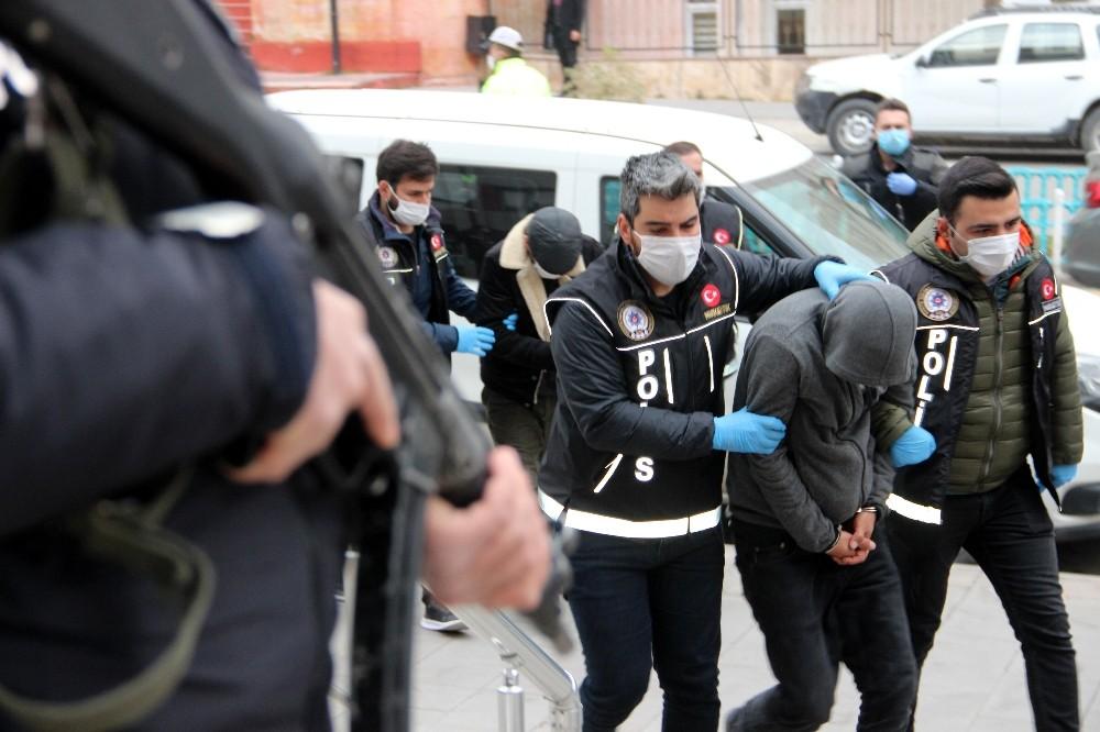 Erzurum'da uyuşturucu taciri 12 şahıs adliyeye sevk edildi