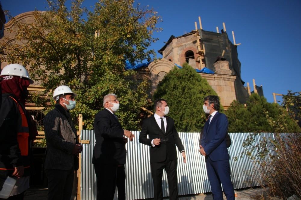 Vali Memiş Oltu Rus Kilisesi Restorasyon çalışmalarını yerinde inceledi