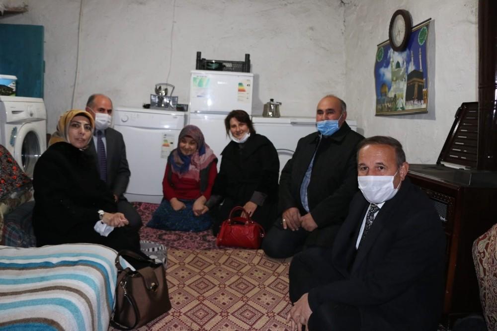 Engelli yaşlı kadının evini yeniden yaptırdılar