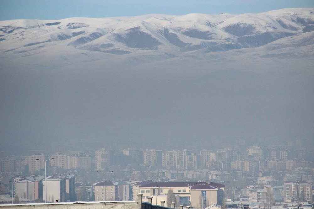 Erzurum'da hava kirliliği siyah bulutlar oluşturdu