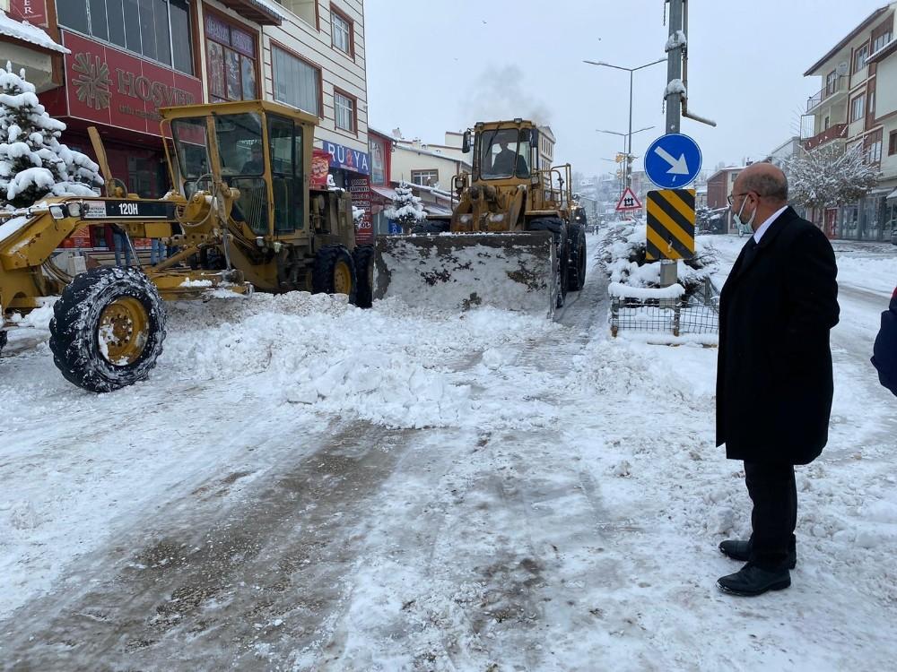 Horasan Belediyesi kar timleri iş başında