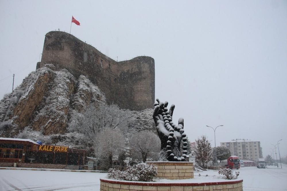 Oltu'da muhteşem kar manzaraları
