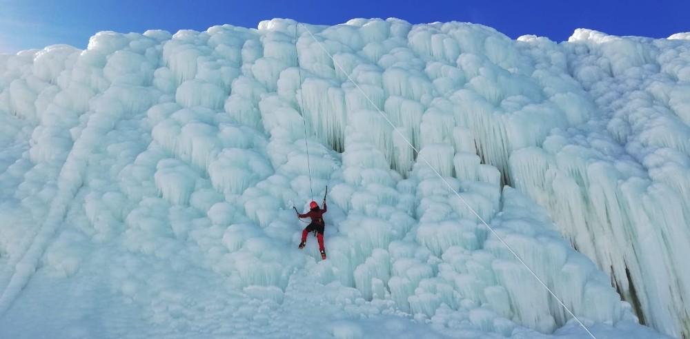 Buz tırmanışı nefes kesti