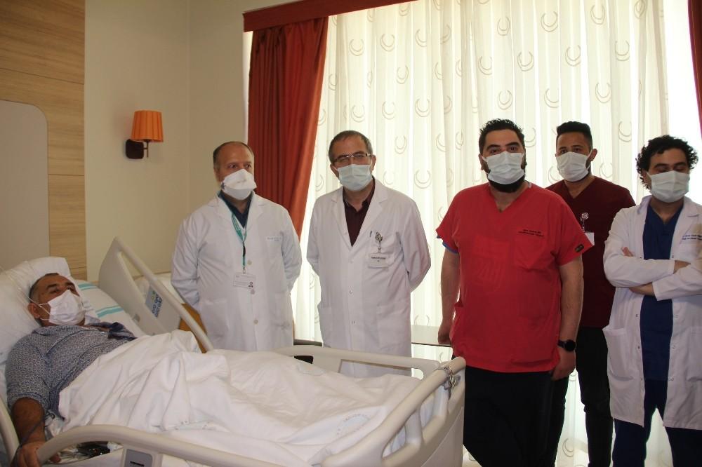 Erzurum'da pandemi sürecinde ilk defa yurt dışından gelen hasta ameliyat edildi