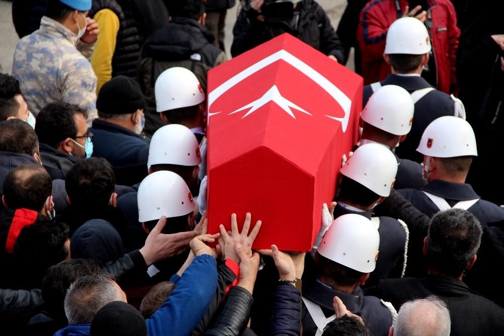 Erzurumlu şehidi binler uğurladı