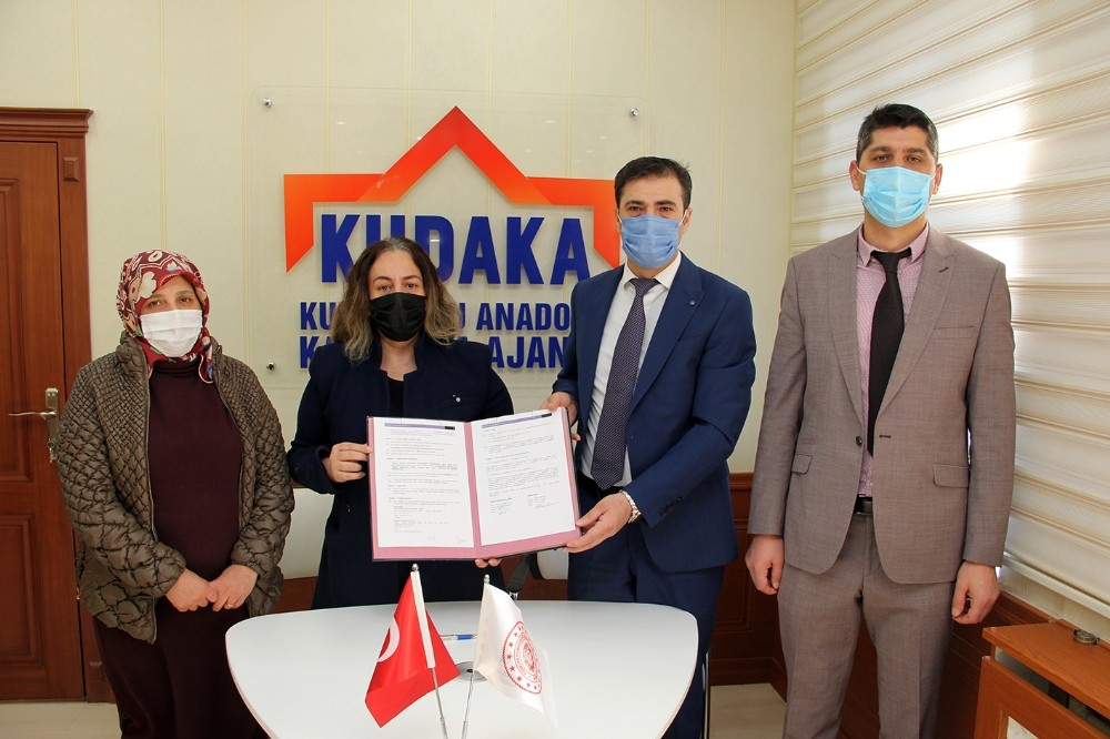 """""""Kadının Eli Hayata Değer Katıyor"""" projesi destek sözleşmesi imzalandı"""
