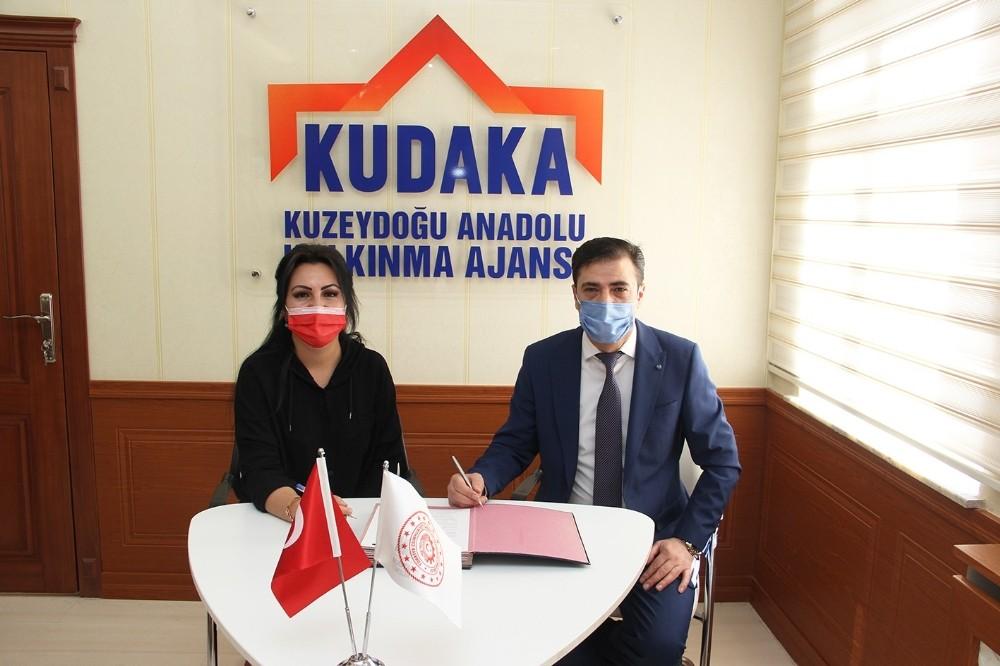 KUDAKA'dan İspir Hanımeli Kooperatifi'ne markalaşma desteği