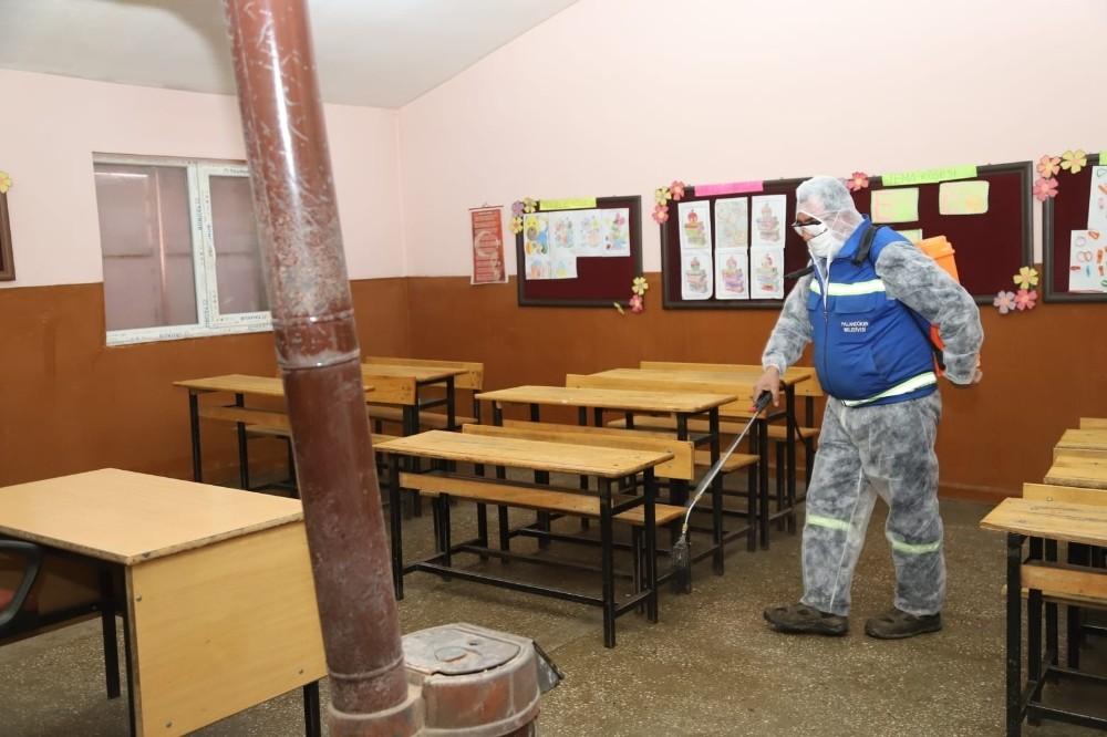 Palandöken'de köy okulları yüz yüze eğitim için dezenfekte edildi