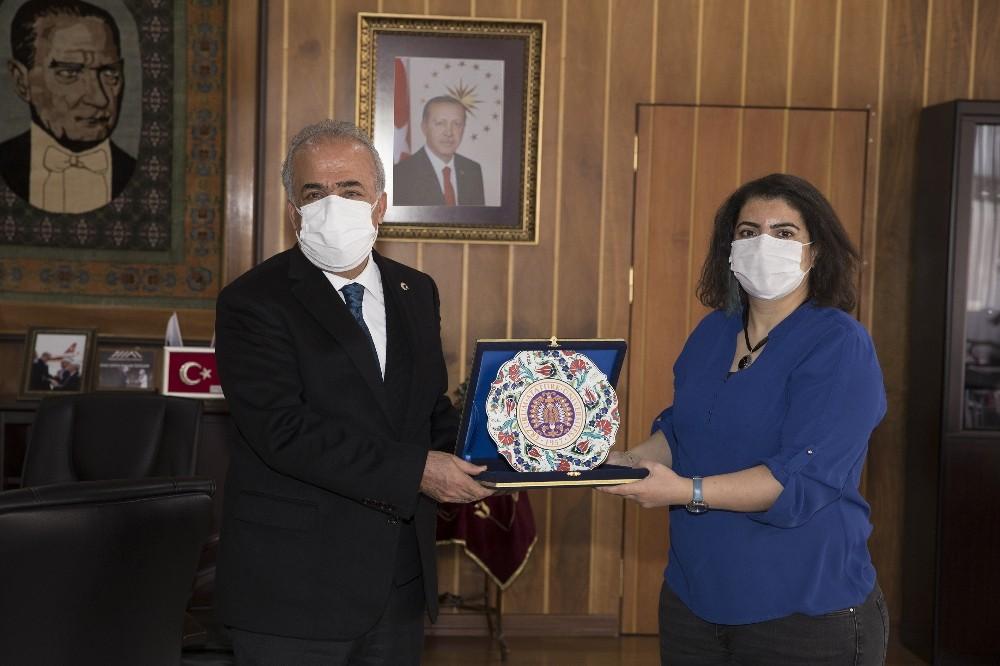 TÜBİTAK teşvik ödülü sahibi Çadırcı'dan Rektör Çomaklı'ya ziyaret