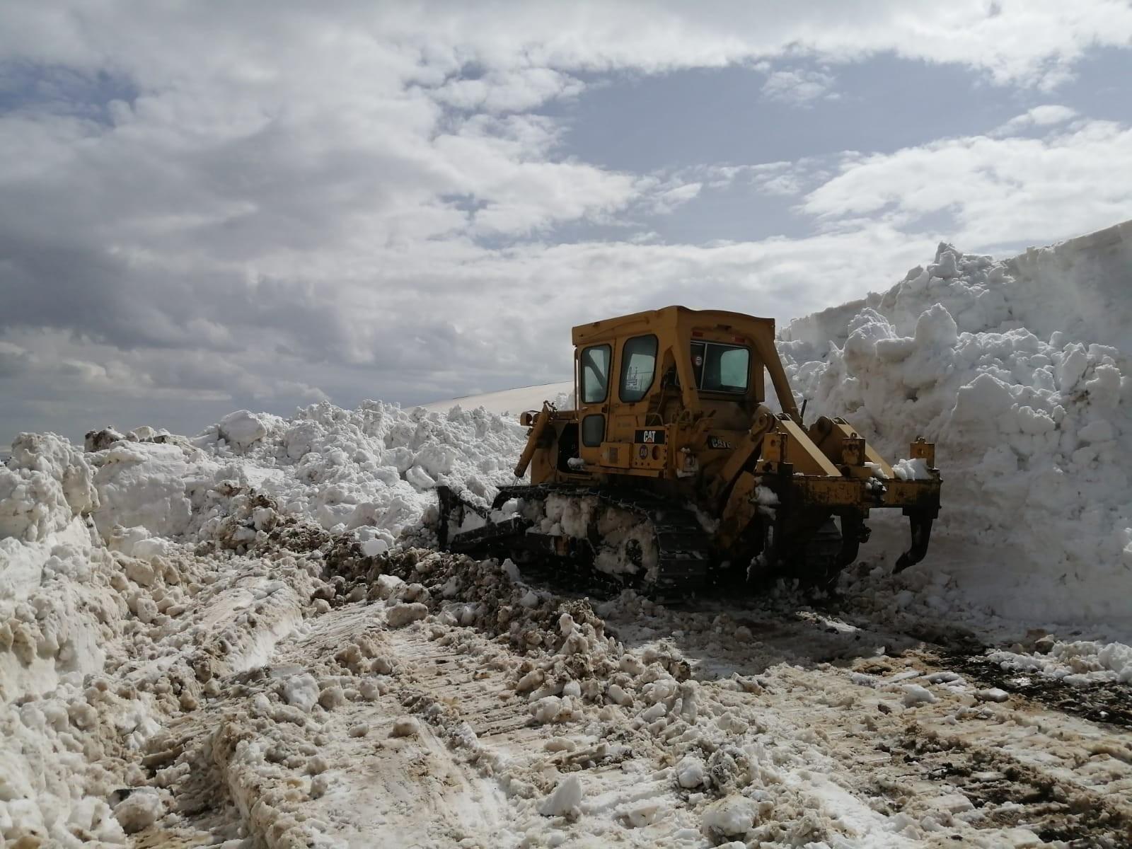 Erzurum'da 10 köy kar esaretinden kurtuluyor