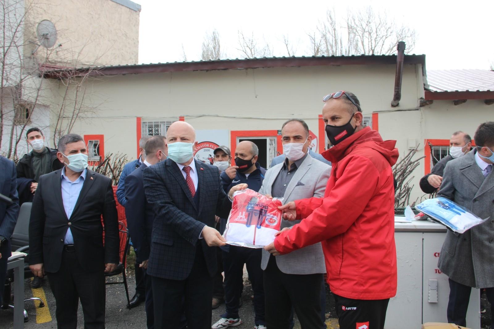 """Mehmet Sekmen: """"Erzurum'da amatör futbol kulüplerine önemli yatırımlar yapılacak"""""""