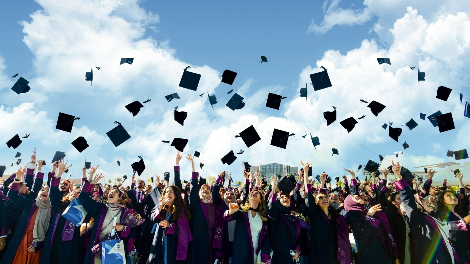 ETÜ'de mezuniyet coşkusu
