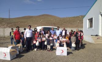 Kızılay'dan Pasinler'de öğrencilere kırtasiye yardımı