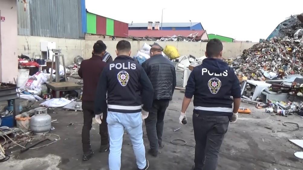 Hırsızların çaldığı kablo ve inşaat malzemelerini satın alan hurdacılar yakayı ele verdi